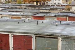 Starzy garaże w linii Fotografia Stock