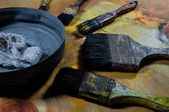 Starzy grungy farb muśnięcia na drewnianej podłoga Fotografia Stock