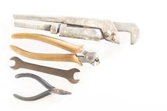 Starzy i ośniedziali narzędzia na bielu zdjęcie royalty free