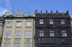 Starzy kamienni czarny i biały budynki w Lviv Fotografia Stock