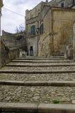 Starzy kamienni schodki i kamienni budynki w dziejowym centre Sasso Caveoso starzy antycznego miasteczka Sassi di Matera zdjęcia stock