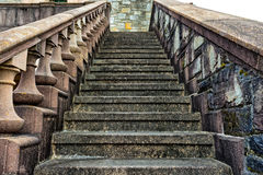 Starzy, kamienni schodki na stronie budynek, fotografia royalty free