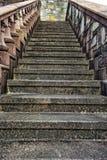 Starzy, kamienni schodki na stronie budynek, obraz stock