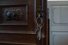 Starzy klucze w Keyhole Obrazy Stock