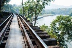 Starzy kolejowi ślada wzdłuż Rzecznego Kwai, Kanjanaburi Obraz Stock