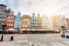 Starzy kolorowi tenement budynki lokalizować w Gdańskim obraz royalty free