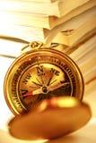 Starzy magazyny i złoty kompas Zdjęcia Stock