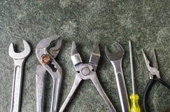 Starzy metali narzędzia na drylują stół Zdjęcie Royalty Free