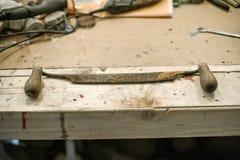 Starzy narzędzia ciesielka dla rzeźbić, gładzić lub ciąć, drewno zdjęcia royalty free