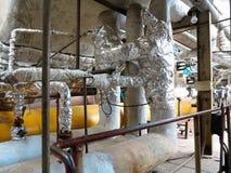 Starzy ośniedziali przemysłowi stalowi rurociąg, klapy i wyposażenie przy po, Zdjęcie Royalty Free