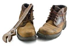 Starzy podławi buty i metalwork narzędzie, Obrazy Royalty Free