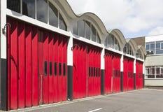 Starzy posterunku straży pożarnej garażu drzwi Zdjęcia Royalty Free