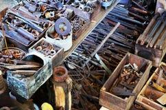 Starzy rdzewiejący narzędzia i skowy fotografia royalty free