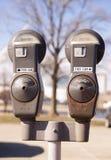 Starzy Rdzewiejący parking metry w Usługowych Miastowych ulicach Wciąż zdjęcia royalty free
