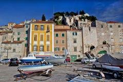 Starzy śródziemnomorscy stylów domy w Sibenik Zdjęcia Royalty Free