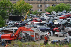 Starzy samochody w junkyard Fotografia Stock