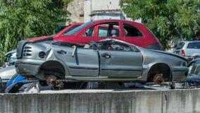 Starzy samochody w junkyard Fotografia Royalty Free