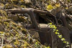 Starzy samochody Zakopujący zdjęcia stock