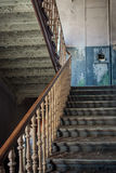 Starzy schodki w zaniechanym budynku Zdjęcie Stock
