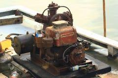 Starzy silniki zapewniają tlen dla ryba fotografia stock