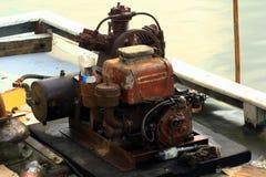 Starzy silniki zapewniają tlen dla ryba obraz stock