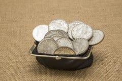 Starzy srebni dolary w starym menniczym kiesy burlap Fotografia Royalty Free