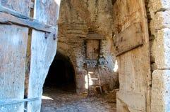 Starzy stajni drzwi, Abruzzo, Włochy Fotografia Stock