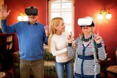 Starzy starsi ludzie i nowej technologii doświadczenie Zdjęcie Stock