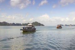 Starzy statki wycieczkowi żeglują morze w Tajlandia obrazy royalty free