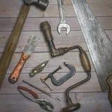 Starzy wieśniaków narzędzia z starzejącą się śniedzią i starzejącym się urokiem Zdjęcie Royalty Free