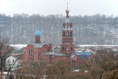 Starzy wierzący Kościelni w ranek mgle Fotografia Stock