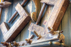 Starzy woodworking narzędzia na ścianie Zdjęcie Royalty Free
