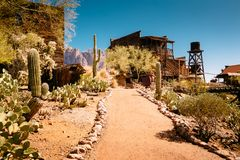 Starzy Zachodni Drewniani budynki w Goldfield kopalni złotej miasto widmo w Youngsberg, Arizona, usa obrazy royalty free