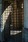Starzy zamknięci stalowi pręt drzwiowi Zdjęcie Stock