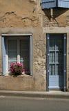Starzy zamykający okno i stara kamieniarka, Francja Obrazy Royalty Free