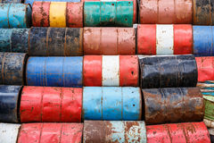 Starzy zbiorniki zawiera niebezpieczne substancje chemiczne Zdjęcie Stock