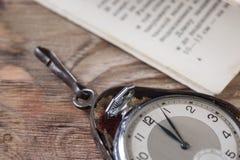 Starzy zegary na stole Obrazy Stock