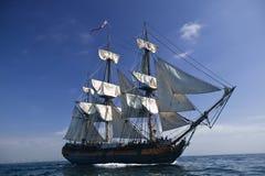 statek żeglując