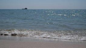Statek żegluje na horyzoncie zdjęcie wideo