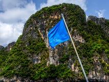 Statek góra i flaga zdjęcie royalty free