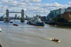 Statek i ?odzie na Thames rzece zdjęcia royalty free