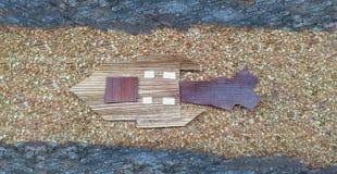 Statek kosmiczny podróż w galaxy Latać między międzygwiazdowym wzdłuż wąskiego sposobu w przestrzeni Kreatywnie pomysł drewnianym Obrazy Royalty Free