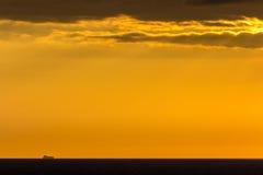 Statek na horyzoncie Obrazy Stock