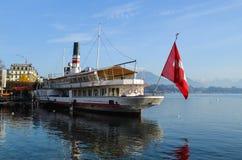 Statek na Lucerna jeziorze Obrazy Stock