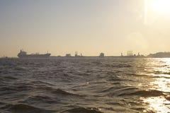 Statek przy schronieniem Mumbai obrazy stock