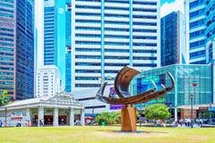 Statek rzeźby Jeden Raffles Umieszczają MRT metra wejście obraz royalty free