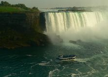 statek się Niagara i turystyczne fotografia royalty free