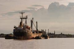 Statek w Choa Praya rzece, Bangkok Tajlandia Zdjęcia Royalty Free