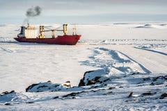 Statek w lodzie Arktyczny Fotografia Royalty Free