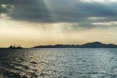 Statek w morzu na horyzoncie Zdjęcie Stock